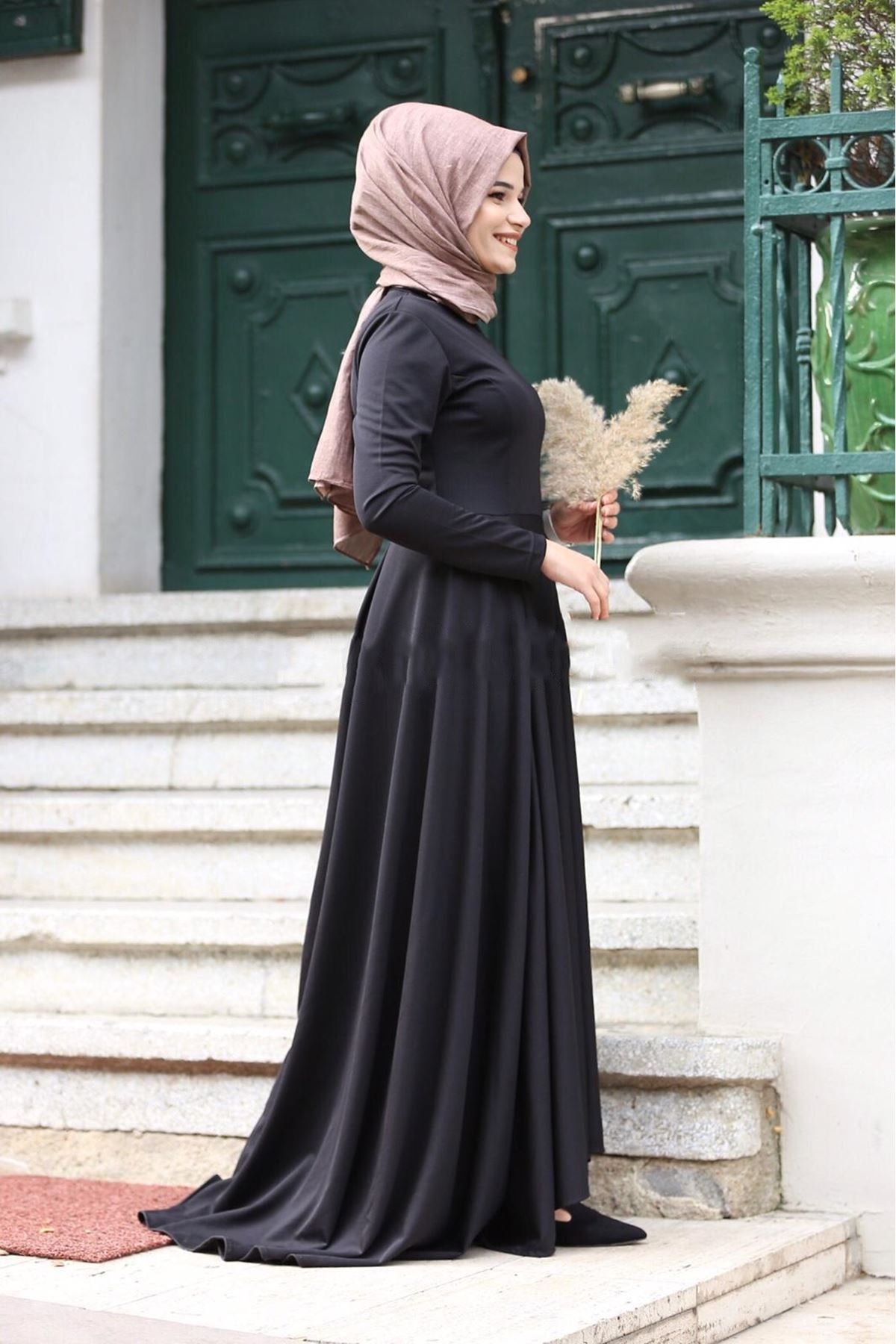 Kuyruklu Tesettür Elbise - Siyah
