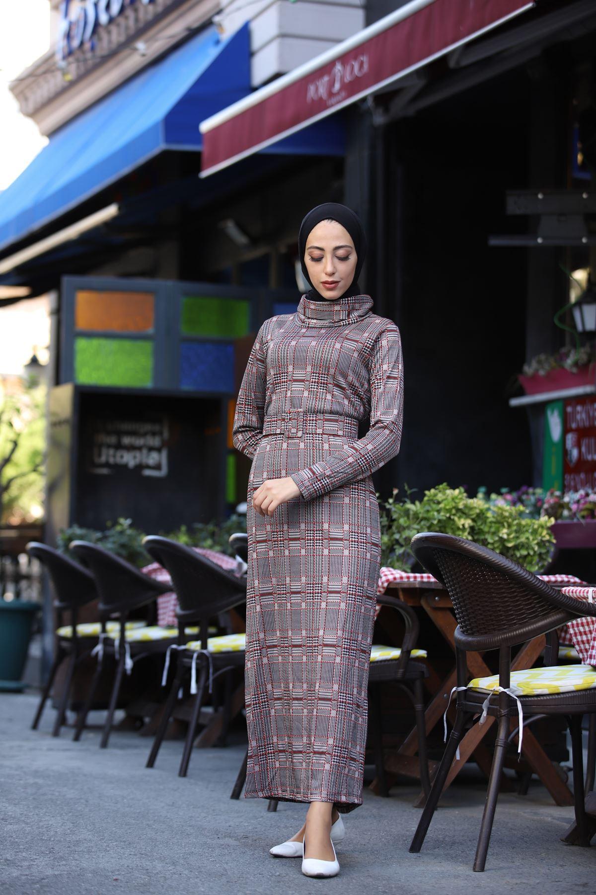 Kare Ekoseli Boğazlı Kemerli Elbise - Kiremit